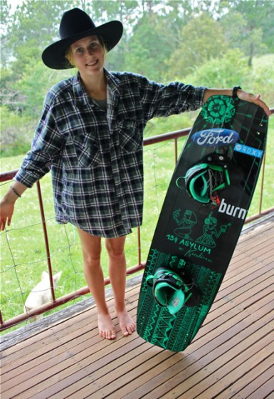 Paint your own kiteboard // Karolina Winkowska pro model